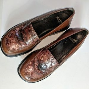 DANSKO Leather Gold Floral Embossed 39 EUR 8.5-9